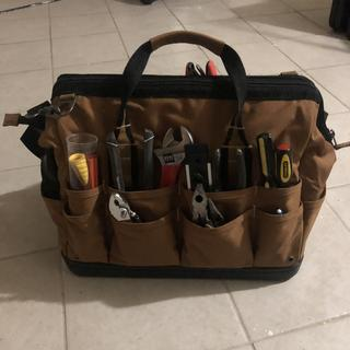 This tool bag looks great! it's also SUPER STURDY.