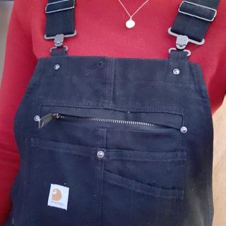 Very spacious zipper pocket