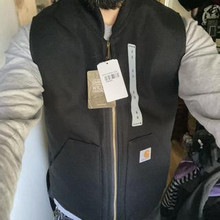 I normallyWear 28x30pantsThis size small jacket will be a great addition to cold weather conditions.