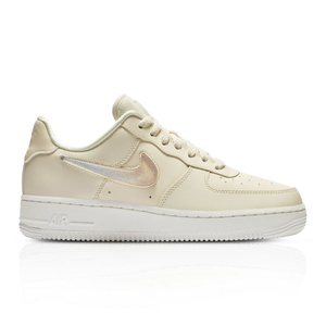 the latest f0158 7f39e Nike Women's Air Force 1 '07 SE Premium Sneaker